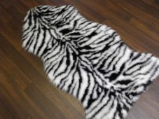 FAUX FUR TOP QUALITY RUGS 90CMX100CM SHAPED BLACK/WHITE NEW WASHABLE FAUX SWADE
